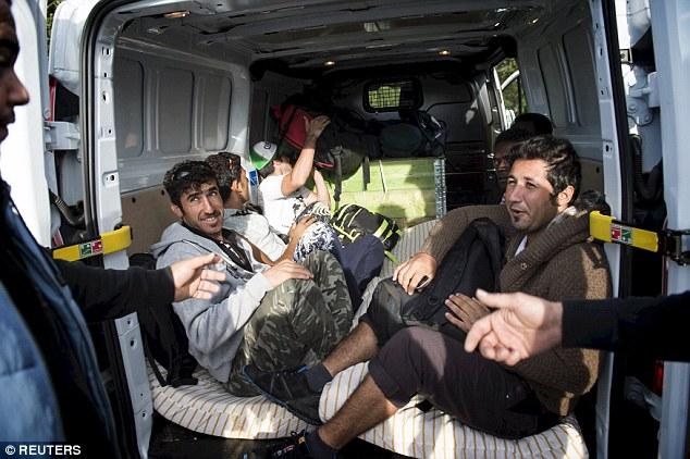 La mayoría de los retornados iraquíes pagan su propio vuelo a casa o buscan ayuda en la embajada de Irak en Helsinki
