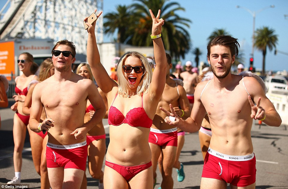 Cupids Undie Run Sees Runners Race Wearing Only Their