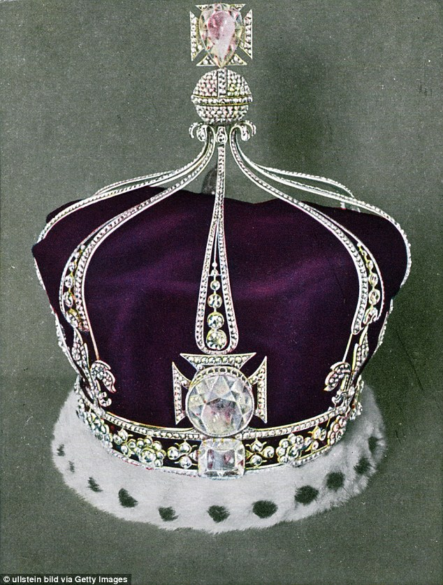 The crown of Queen Mary of England. In the front, the  Koh-i-Noor diamond can be seen
