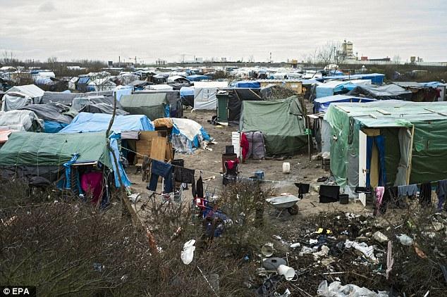 Actualmente hay unos 5.000 refugiados duermen en la calle en la zona de Calais, en su intento de llegar a Gran Bretaña para solicitar asilo