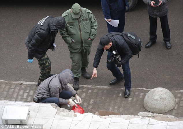 Employees of the Russian Investigative Committee near an entrance to Oktyabrskoye Station