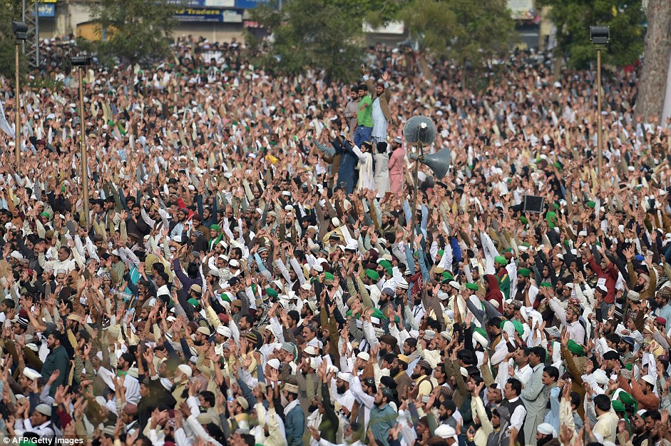 Pakistani supporters of convicted murderer Mumtaz Qadri shout slogans prior his funeral prayers in Rawalpindi