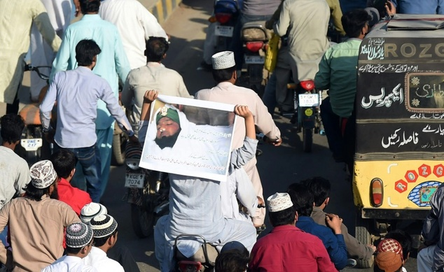Demonstrators march during a protest against the execution of convicted murderer Mumtaz Qadri, in Karachi, on February 29, 2016