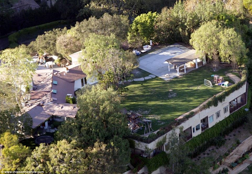 Jennifer Garner Claims She And Ben Affleck Are Living In