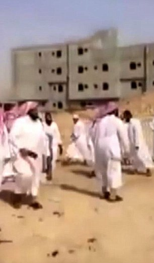 Só por causa da extraordinária bravura dos decisores do filme, e ativistas da democracia sauditas que os ajudaram, é a verdade agora sendo exibido