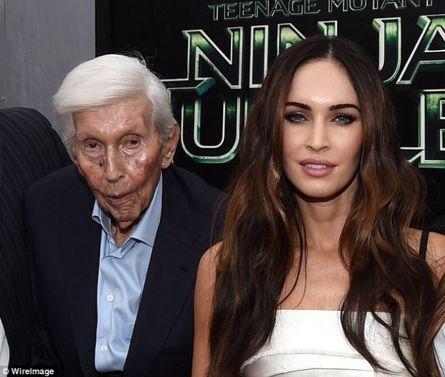 Sumner Redstone Filmed Naked By Employee While Watching Lesbian Kiss