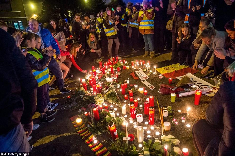 Iluminan: Decenas de velas fueron encendidas fuera el principal aeropuerto de Bruselas esta noche como el país comenzó tres días de luto por las víctimas