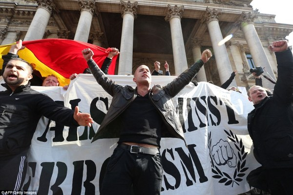 Brussels 'Peace' march is hijacked by far-right protesters ...