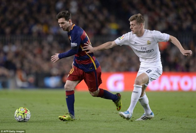 Messi tries to evade the clutches of Real and Germany midfielder Toni Kroos