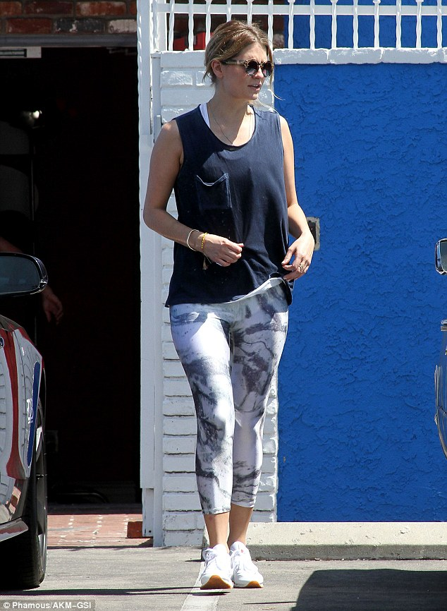 Practice makes perfect! Mischa Barton donned a pair of leggings and a slouchy blue tank top as she strolled through the parking lot just outside of the DWTS dance studio in Hollywood on Saturday