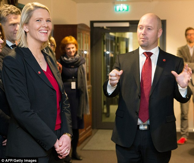 Minister of Integration Sylvi Listhaug (L) next to Justice Minister Anders Anundsen. It is thought that Listhaug's plan is supported by the Liberal Party and the Christian Democrats to give a majority