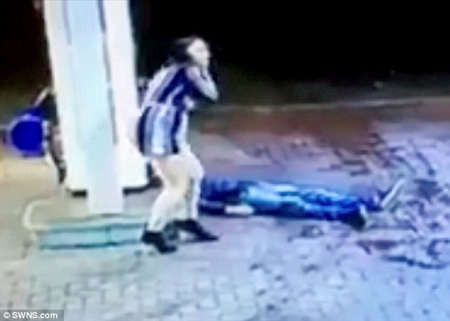 The woman is seen turning to face the man's attackers before fleeing the scene scared for her own safety