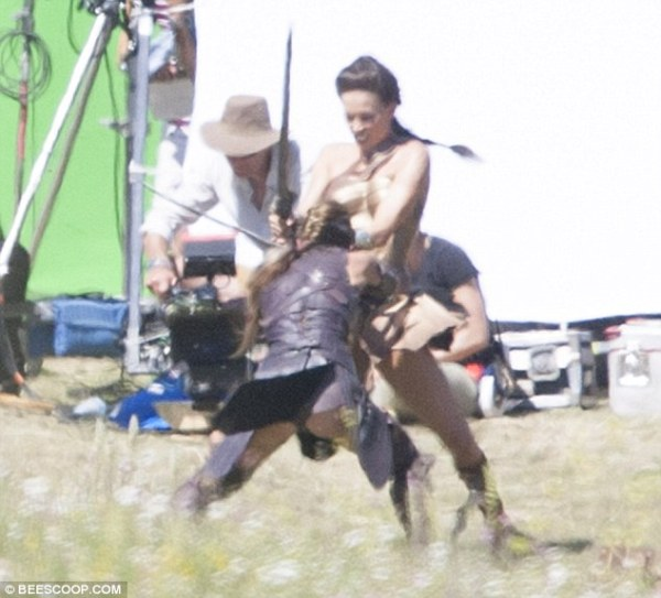 Gal Gadot's stunt double films fight scene on set of ...