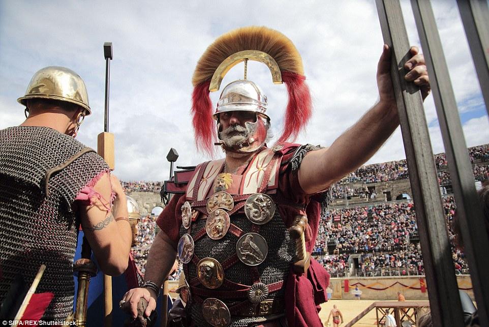 Os grandes jogos romanos no anfiteatro em Nimes, França, viu dezenas de milhares de espectadores se reúnem para uma celebração anual de um dos maiores civilizações do mundo