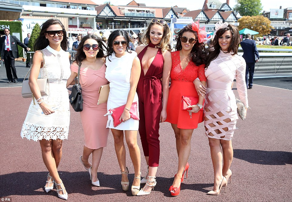 Horse Racing Outfits For Women