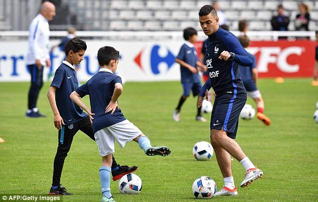 Some of the youngsters even managed to take part in a kick-about with players such as Hatem Ben Arfa