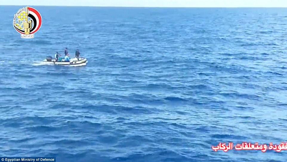 Los guardacostas y los equipos de rescate han estado tratando de localizar los restos en el mar Mediterráneo después del accidente de avión
