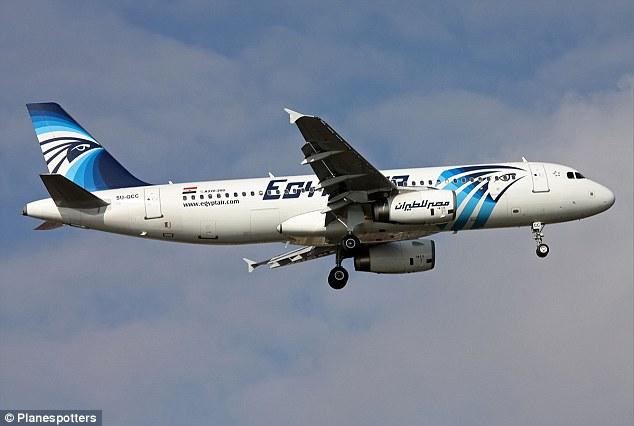 Desaparecido: EgyptAir partida MS804 vuelo de París a El Cairo se estrelló en el mar Mediterráneo después de desaparecer del radar.  El chorro condenada se targetted en un ataque de los vándalos políticos hace dos años