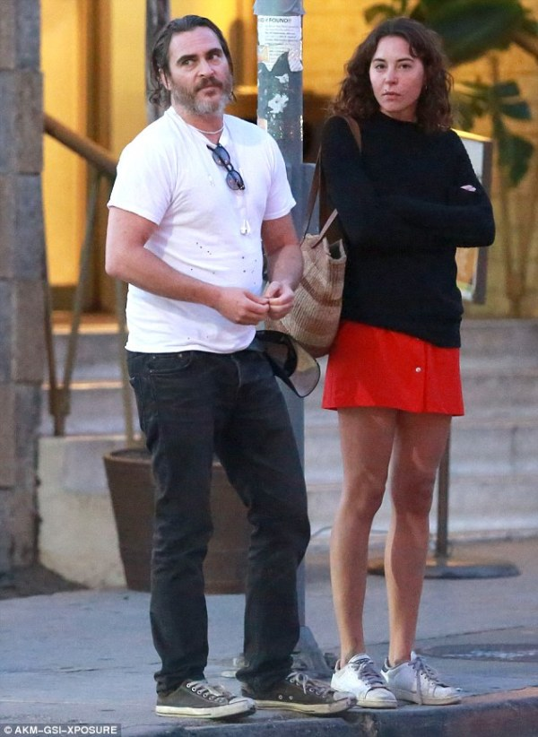 Joaquin Phoenix goes on dinner date with mystery brunette ...