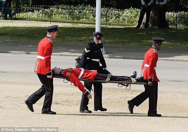 Resultado de imagen de soldier real guardqueen elizabeth