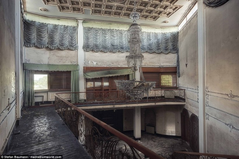 This is the main hall in the villa of a former industrial boss in Italy. After a big fire the property was vacated leaving nothing but the bare bones of the house and this once magnificent chandelier