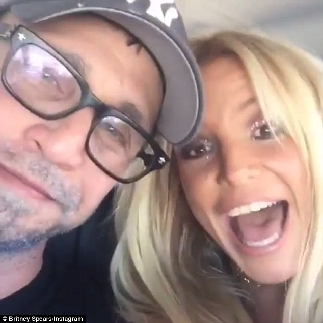 Britney Spears Shares Instagram Selfie On Way To Friends