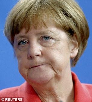La Grecia si appresta a stringere la cinghia ancora una volta su ordine dei capi delle finanze dell'Eurozona (sostenuta dal Cancelliere tedesco Angela Merkel)