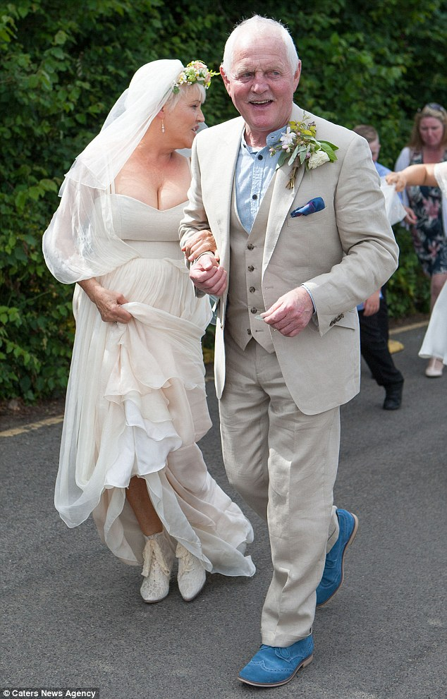 Emmerdales Chris Chittell And Lesley Dunlop Tie The Knot