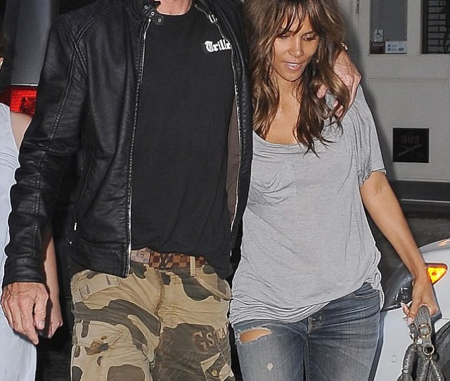 Close Halle Berry Was Spotted Looking Cosy With Handsome Photographer Cliff Watts In Nyc On