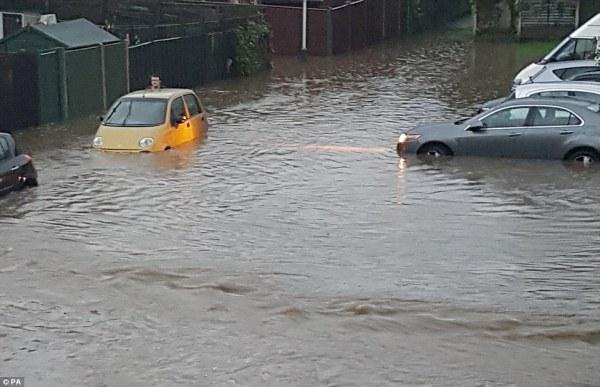 UK weather sees overnight flooding for EU referendum vote ...