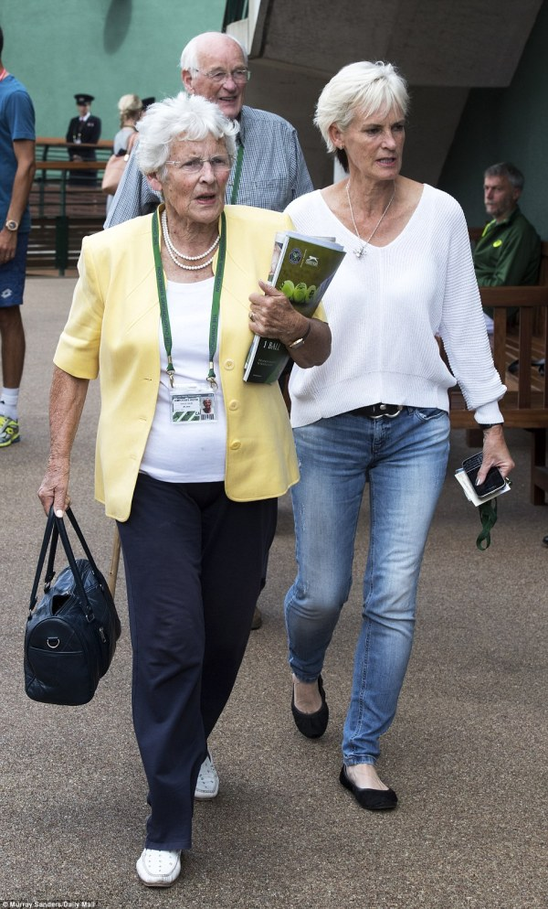 Andy Murray's wife Kim takes daughter to Wimbledon to ...