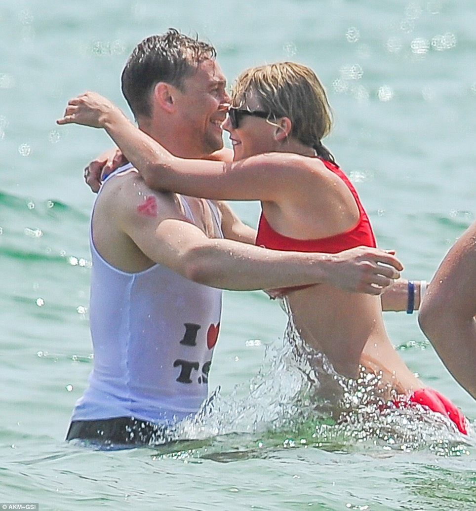 https://i1.wp.com/i.dailymail.co.uk/i/pix/2016/07/04/11/35EC813100000578-3672998-Tom_Hiddleston_and_Taylor_Swift_put_on_their_most_loved_up_displ-m-9_1467628274118.jpg