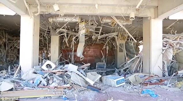 El hospital es sólo uno de los edificios dañados por el hombre.  Jan Egeland, el asesor humanitario de la ONU para Siria, dijo la semana pasada que sólo el 60 por ciento de las personas en una zona sitiada han 'llegado realmente ayuda'