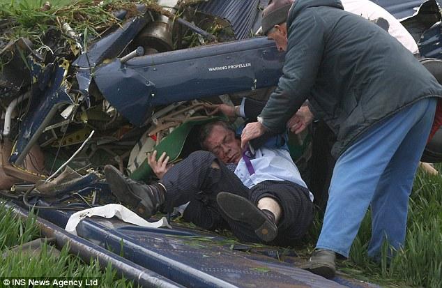 El 6 de mayo, 2010 ¿El día de la elección general, fue gravemente herido cuando una avioneta en que viajaba se estrelló después de la bandera UKIP se remolque se enredó en la cola