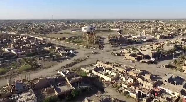 El jefe del CICR, Peter Maurer, también aparece en el video como llamar a los líderes de Siria e Irak para mostrar la visión y el coraje para poner fin a los conflictos en los dos países