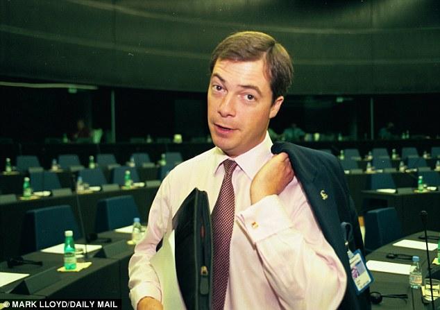 En verdad, nunca se espera que gane el referéndum.  Dos veces en la noche de los votos eran contados los reconoció su derrota (en la foto: Farage en 1999)