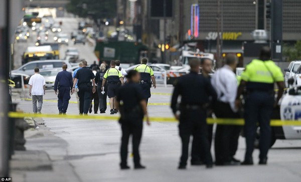 Dallas shooting sees FIVE officers killed in wake of ...