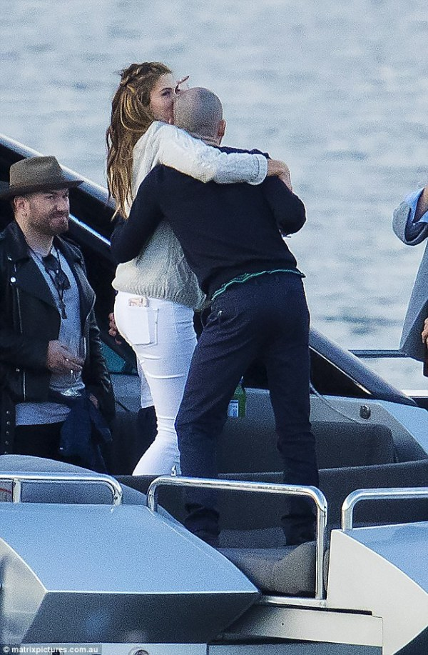 Delta Goodrem spotted holding hands with mystery man ...