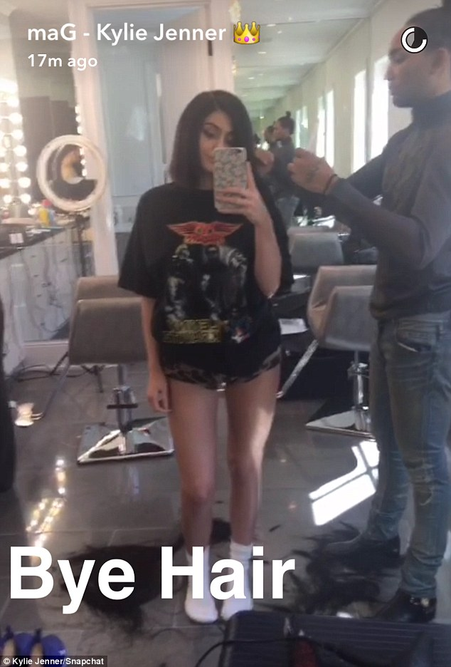 Kylie Jenner Debuts New Bob Hair Cut In Snapchat Video