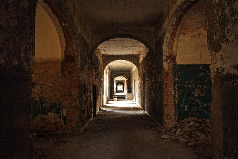 Se questi muri potessero parlare: la storia è sempre intorno a te a Beelitz-Heilstätten, appena a sud di Berlino, Germania