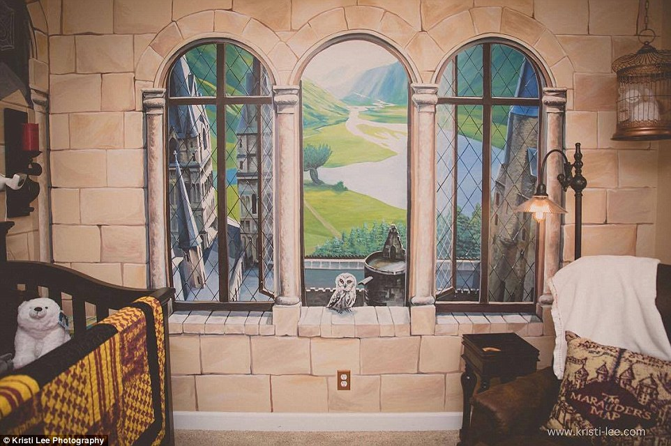 Harry Potter Inspired Nursery In Illinois Has A Dumbledore Portrait And View Of Hogwarts Daily
