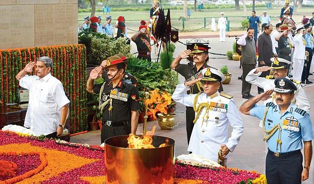 Defence Minister Manohar Parrikar (far left) pays homage at Amar Jawan Jyoti on Kargil Vijay Diwas in New Delhi