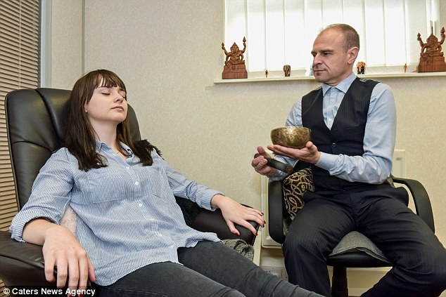 After visiting hypnotherapist and life coach David Kilmurry, Jodie has finally found the confidence to try new foods