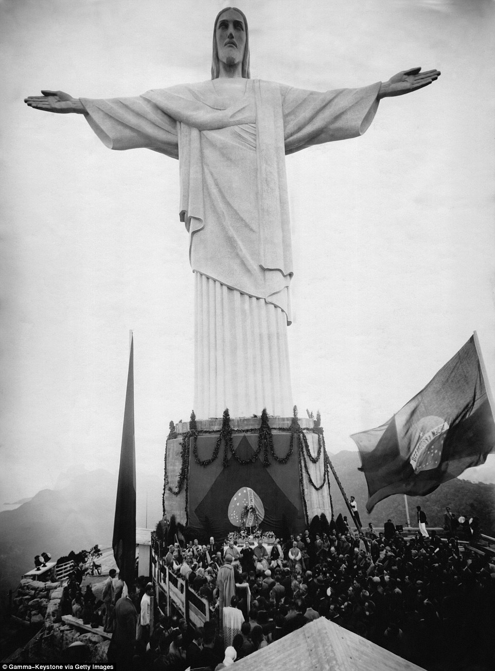 The statue during the opening on October 12, 1931 after almost a decade of designs and construction