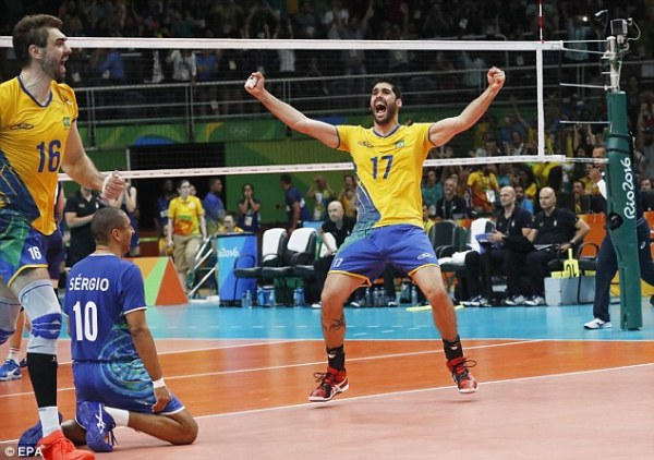 Neymar cheers on Brazil's men's volleyball team as they ...