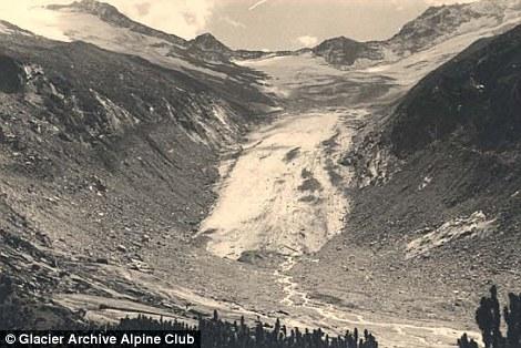 Le vaste Hornkees delle Alpi dello Zillertal, in Austria, una volta esteso in fondo alla valle, come mostrato nell'immagine dal 1953
