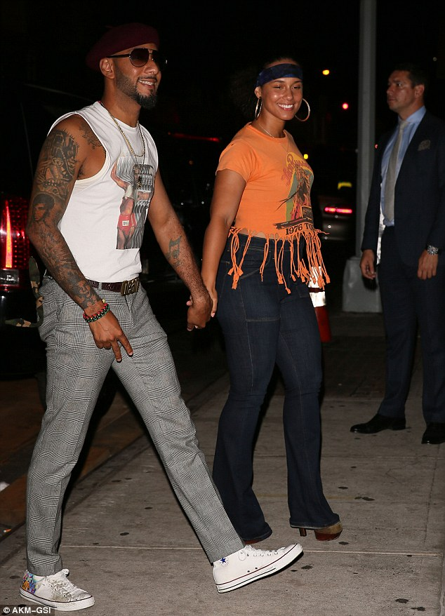 PHOTOS Alicia Keys Usher Amp Jay Z Turn Up In 70s Outfits