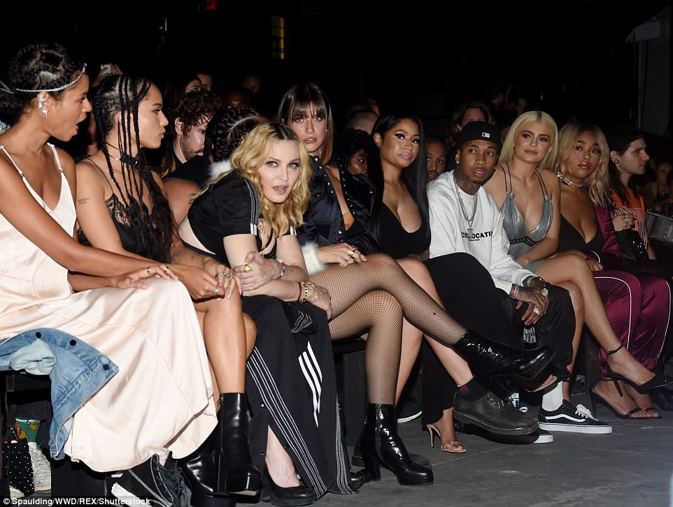 Melhores lugares na casa: Como o rótulo é amado por celebridades e da moda elite iguais, ficando sentado perto da ação foi um pouco de um confronto estilo de alguns daqueles desembarque na primeira fila incluídos Zoe Kravitz, Madonna, sua filha Lourdes, Nicki Minaj, Tyga, Kylie Jenner, Jordyn Woods e Skrillex