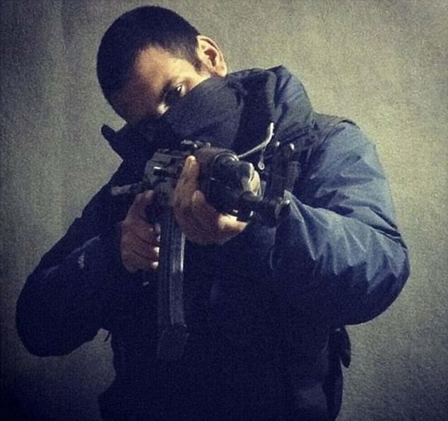 extremista marido de la punk fallado Junaid Hussain (foto), un pirata informático de Birmingham, fue aniquilada por un ataque aéreo estadounidense en Raqqa en 2015