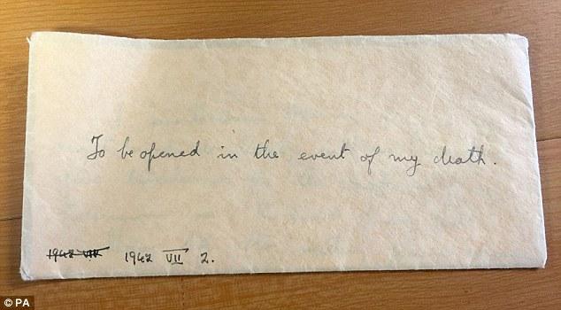 La signorina Haining ha scritto sul pezzo di carta: 'da aprire in caso di mia morte'